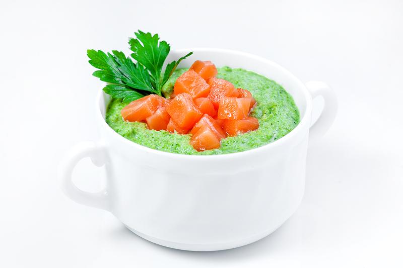 Суп-крем брокколи с копченным лососем
